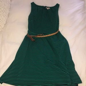 Dress with belt and pockets